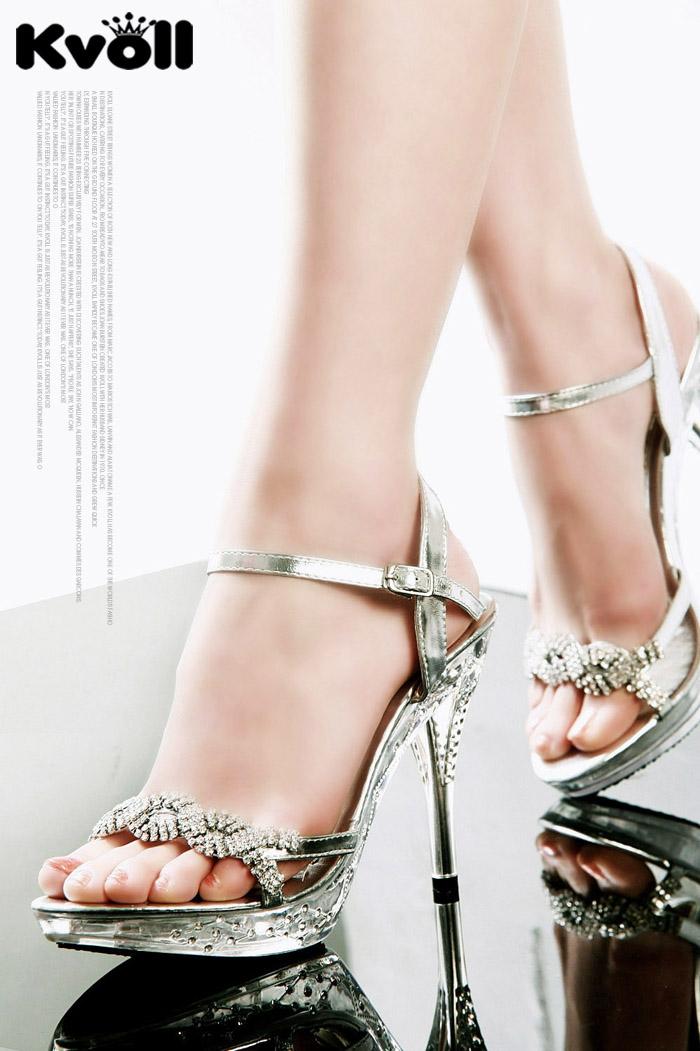 เคล็ดลับวิธีการใส่รองเท้าส้นสูงในช่วงฤดูฝน